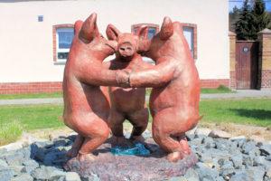 Drei tanzende Schweine Sausedlitz