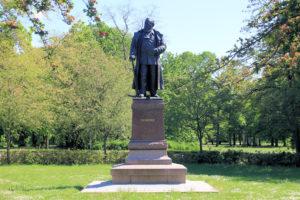 Dr.-Carl-Heine-Denkmal in Schleußig