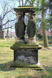 Grabmal auf dem Friedhof in Thekla