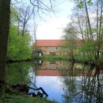 Wasserburg Hainspitz, Graben und Blick zum Rittergut