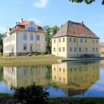 Rittergut Kahnsdorf, Graben und Insel der Wasserburg mit Altem und Neuem Herrenhaus