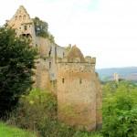 Rudelsburg, äußerer Bering, im Hintergrund die Burg Saaleck