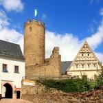 Burg Scharfenstein, Bergfried und Schmuckgiebel