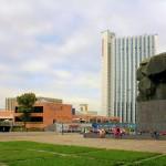 Karl-Marx-Monument, Stadthalle und Hotel Merkur