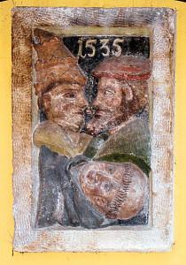 """Spottbild """"Papst, Kaiser und Luther"""" aus dem Jahr 1535 im Hof des Freghauses in Leipzig"""