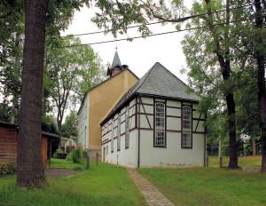 Linda, Ev. Kapelle und Schule