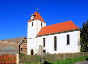 Die Kirche in Tellschütz vor dem Brand