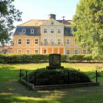 Rittergut Kitzen, Park mit Körner-Denkmal und Herrenhaus