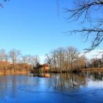 Teich im Gutspark Oelzschau mit Insel