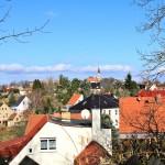 Blick über Hohnstädt zur Kirche