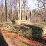 Der aufgemauerte Turm der Burg Nenenwitz