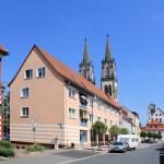 Altoschatzer Straße mit Stadtkirche und Rathaus
