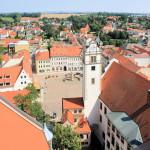 Blick von der Stadtkirche zum Rathaus und zum Neumarkt