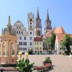 Neumarkt mit Brunnen, Rathaus und Stadtkirche