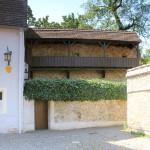 Rekonstruierter Wehrgang an der Hauptmauer