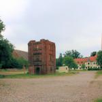 Rittergut Adelwitz, Wirtschaftshof mit Taubenturm