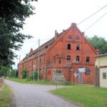 Rittergut Adelwitz, Wirtschaftsgebäude und Hofzufahrt
