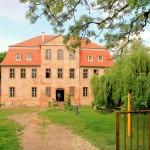 Schloss Audigast, das Dach ist dicht, die Fassade in Arbeit (Mai 2014)