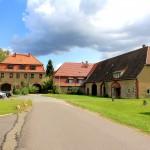 Rittergut Benndorf, Torhaus und Marstall