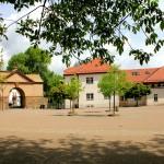 Schloss Cavertitz, Torhaus und Nebengebäude