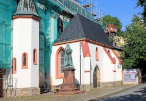 Nikolaikirche in Döbeln mit Lutherdenkmal