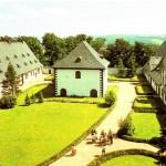 Jagdschloss Augustusburg, Stallhof mit Brunnenhaus, Postkarte 1980er Jahre