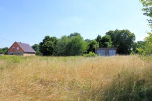 Kötten, Fläche des fast vollstänig abgerissenen Rittergutes, im Hintergrund der Park