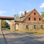 Rittergut Kötzschlitz, Tor und Wirtschaftsgebäude