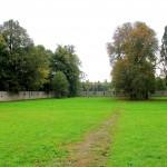 Schloss Kromsdorf, Park mit Mauer und Steinbüsten
