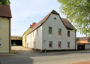 Rittergut Naundorf, Herrenhaus (gelb)