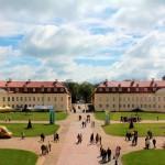 Jagdschloss Hubertusburg, Ehrenhof und Bedienstetengebäude