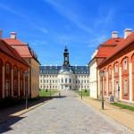 Jagdschloss Hubertusburg, Schloss und Kasernen