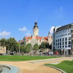 Blick vom Simsonplatz zum Neuen Rathaus
