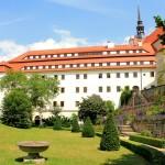 Schloss Hartenfels, Rosengarten und Flügel E
