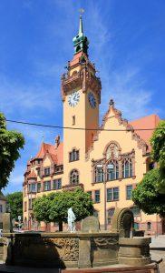 Brunnen und Rathaus in Waldheim