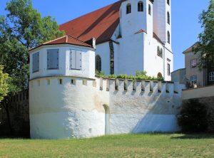 Stadtmauer mit Schalenturm hinter der Marienkirche in Torgau