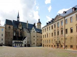 Residenzschloss Altenburg, unterer Schlosshof, romanischer Torturm