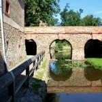 Schloss Trebsen, Brücke zwischen Schloss und Gutshof