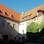 Schloss Trebsen, Schlosshof, Nordflügel mit Bergfried