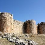 Anavarza, Burgmauer mit Wehrtürmen