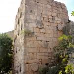 Korykos, Krzkalesi, Landburg, Wehrturm mit römischen Säulen